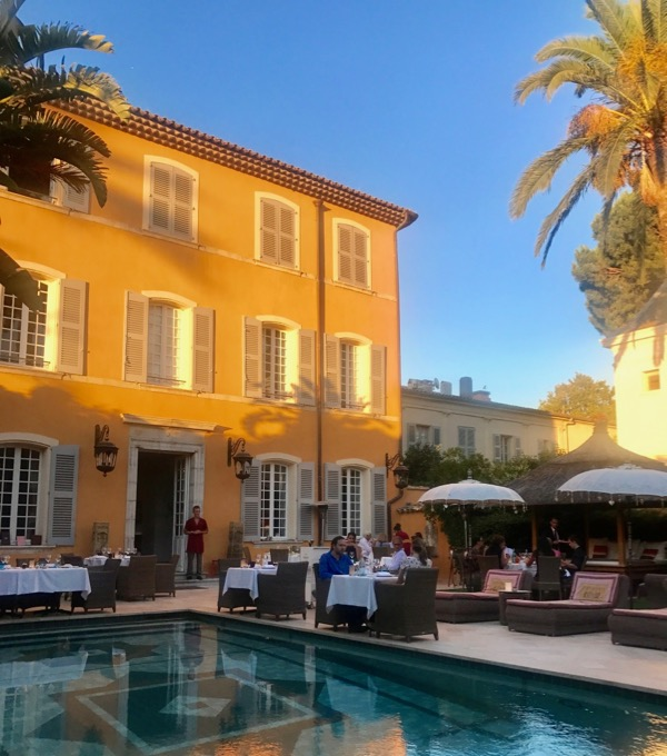 Classy colibri at the Pan Deï Palais, Saint-Tropez, France