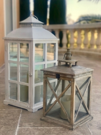 Classy colibri on sand tones and sea blue accents | garden decoration | Seaside home