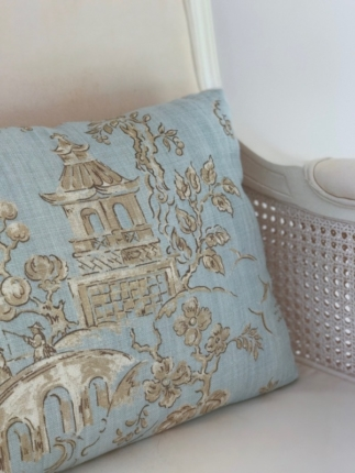 Classy colibri on sand tones and sea blue accents | Interior decoration | Seaside home